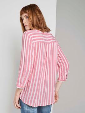 Gestreepte blouse met zakken - 2 - TOM TAILOR