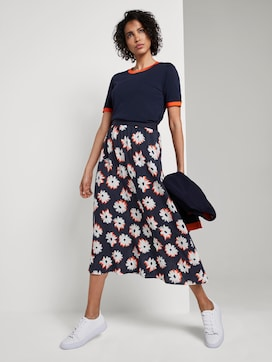flowing skirt with a print - 3 - Mine to five