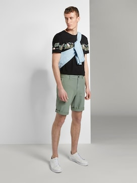 Slim Chino shorts with a key chain - 3 - TOM TAILOR Denim