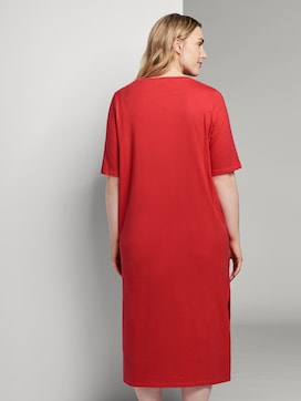 T-shirt dress with a slit - 2 - My True Me