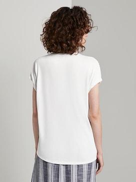 T-Shirt mit Henley-Ausschnitt im Materialmix - 2 - TOM TAILOR