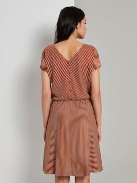 Gestreepte jersey jurk met wijde schouder - 2 - TOM TAILOR
