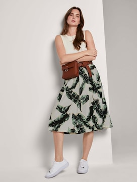 Flared midi skirt with an elastic waistband - 3 - Mine to five