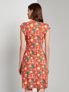 Sommerliches Kleid mit drapiertem Wickel-Ausschnitt - 2 - TOM TAILOR