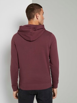 Hoodie with a logo print - 2 - TOM TAILOR