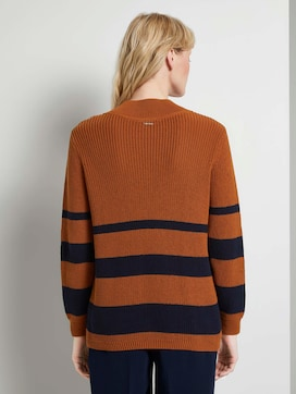 Striped sweater with a deep V-neckline - 2 - Mine to five