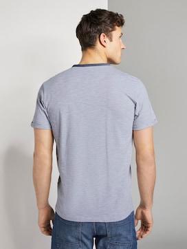 Gestreiftes Henley-T-Shirt mit Brusttasche - 2 - TOM TAILOR