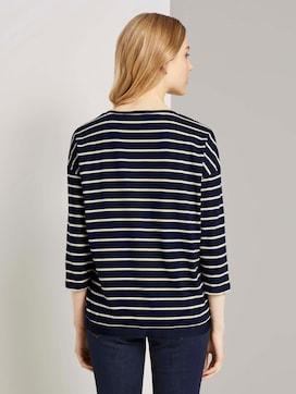 Gestreiftes Shirt mit V-Ausschnitt - 2 - TOM TAILOR