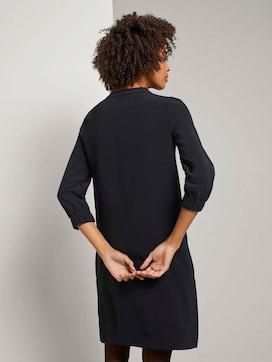 Kurzes Kleid mit elastischem Ärmelbund - 2 - Mine to five