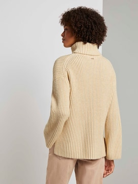 Modern turtleneck sweater - 2 - Mine to five