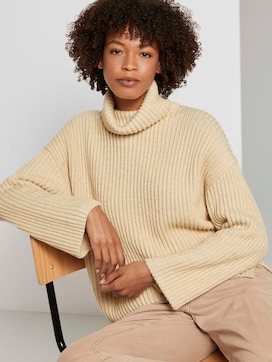 Modern turtleneck sweater - 5 - Mine to five