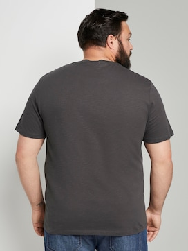 Mottled basic T-shirt with a chest pocket - 2 - Men Plus
