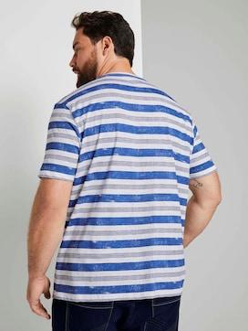 Gestreiftes T-Shirt mit kleiner Stickerei - 2 - Men Plus
