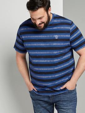 Gestreiftes T-Shirt mit kleiner Stickerei - 5 - Men Plus