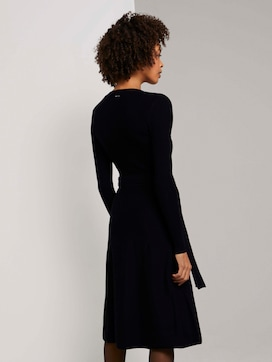Midi knitted dress with a belt - 2 - Mine to five