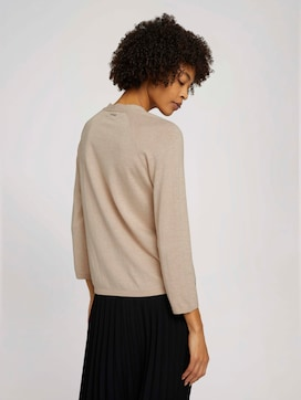 sweater with a V-neckline made with organic cotton   - 2 - Mine to five