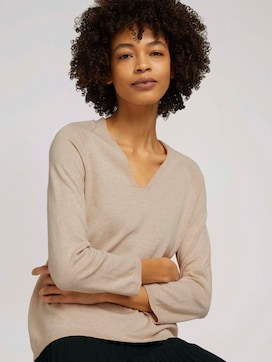 sweater with a V-neckline made with organic cotton   - 5 - Mine to five
