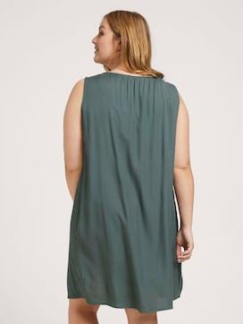 Plus - Ärmelloses kurzes Kleid - 2 - My True Me