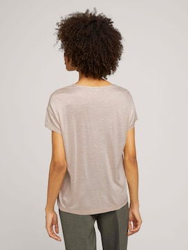 T-shirt with a V-neckline - 2 - Mine to five