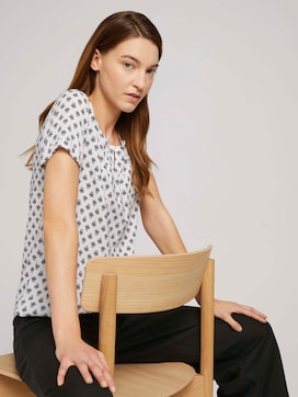 Short-sleeved blouse with pleated details - 5 - TOM TAILOR