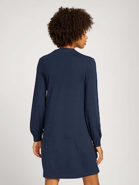 Fließendes Kleid mit V-Ausschnitt - 2 - Mine to five