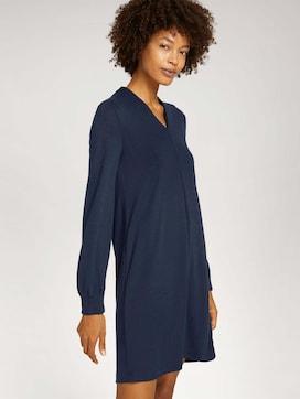 Fließendes Kleid mit V-Ausschnitt - 5 - Mine to five