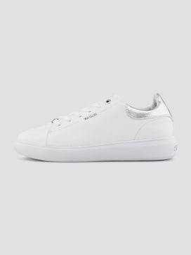 Eenvoudige sneaker met brede zool - 7 - TOM TAILOR