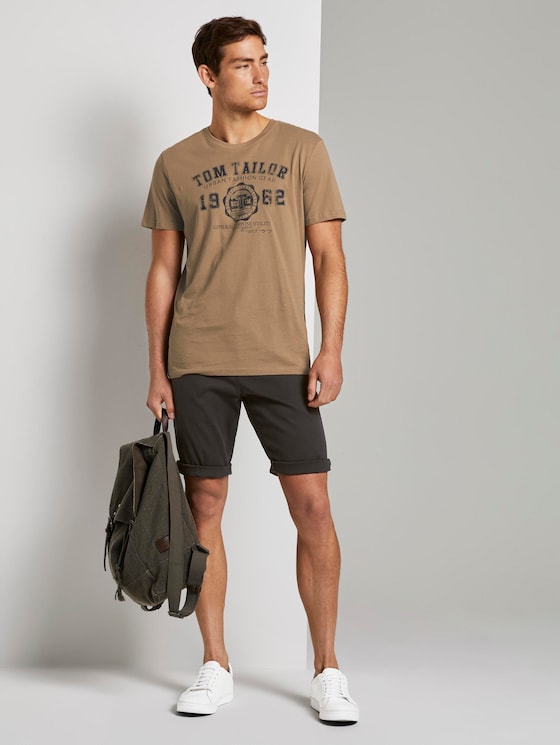 Chino shorts with a keychain - Men - Phanton Dark Grey - 3 - TOM TAILOR