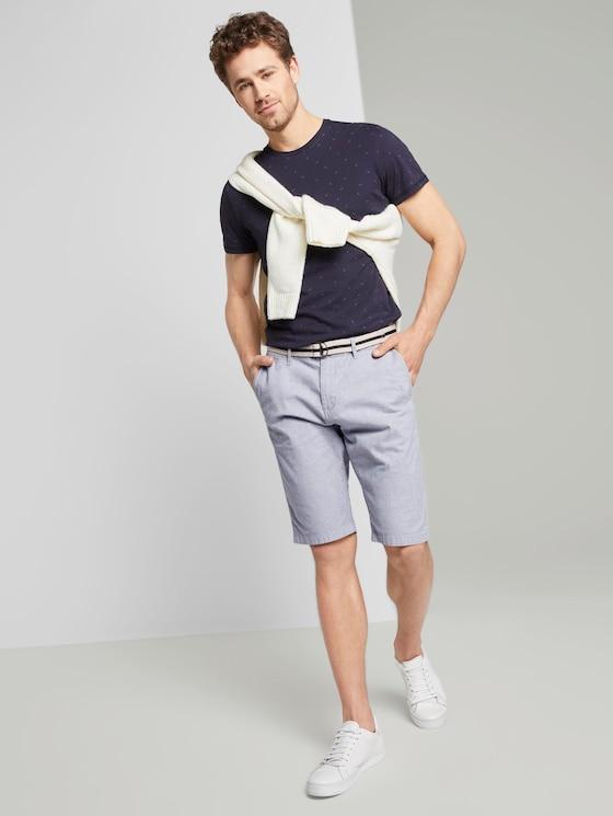 Gemusterte Josh Regular Slim Bermuda-Shorts mit Gürtel - Männer - Light Grey Mélange Stripe - 3 - TOM TAILOR