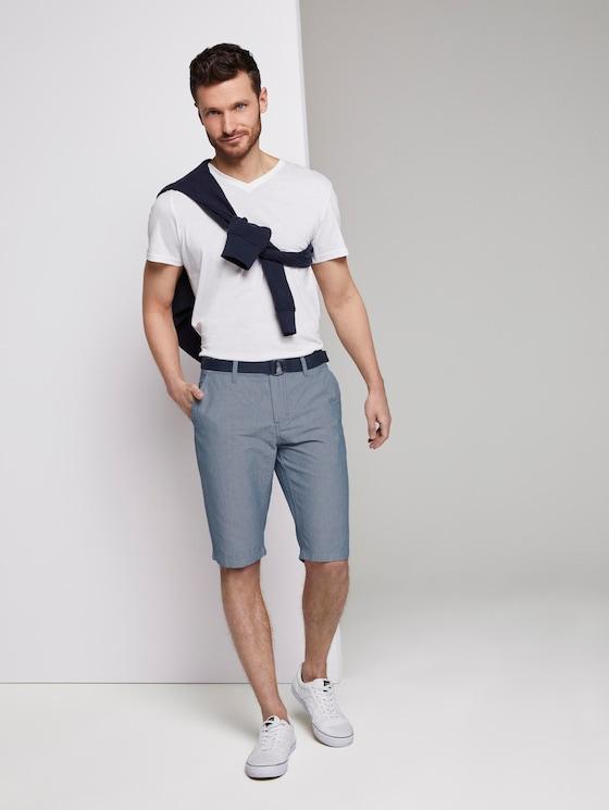 Gemusterte Josh Regular Slim Baumwoll-Shorts mit Gürtel - Männer - Light Blue Minimal Indigo - 3 - TOM TAILOR