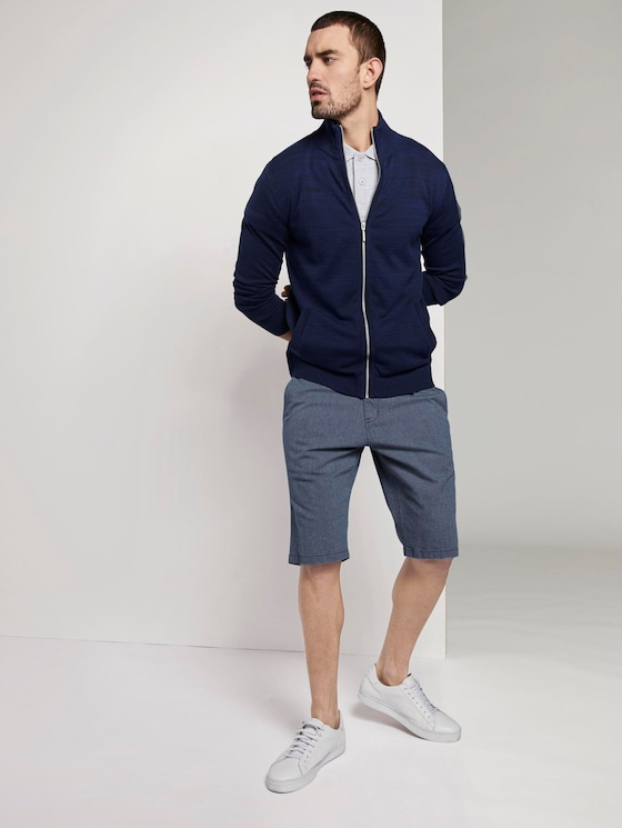 Textured Chino shorts with a key chain - Men - blue-structure - 3 - TOM TAILOR