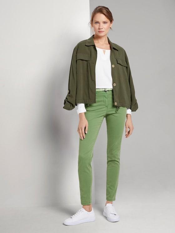 Schlichte Chino mit Gürtel - Frauen - sundried turf green - 3 - TOM TAILOR