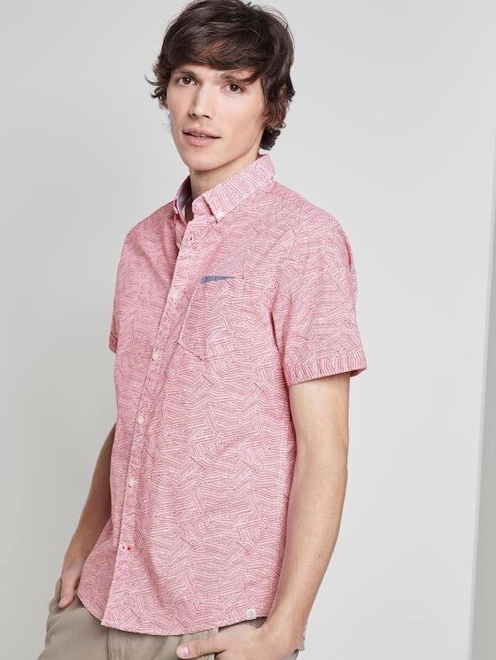 Patterned short-sleeved shirt with a chest pocket - Men - red irregular striped design - 5 - TOM TAILOR
