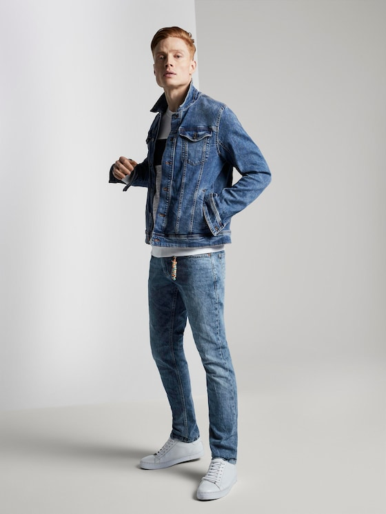 Aedan straight jeans with a key chain - Men - Used Bleached Blue Denim - 3 - TOM TAILOR Denim