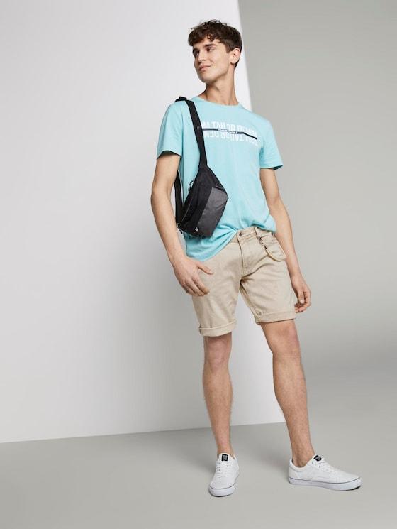 Basic Jeansshorts mit Kordel-Schlüsselanhänger  - Männer - Light Cashew Beige - 3 - TOM TAILOR Denim