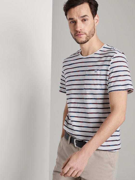Gestreiftes T-Shirt mit Brusttasche - Männer - red spacedye stripe - 5 - TOM TAILOR
