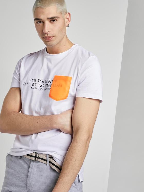 T-Shirt mit kontrastfarbener Brusttasche - Männer - White - 5 - TOM TAILOR Denim