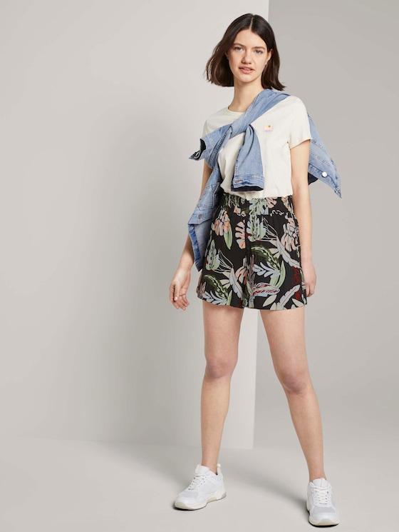 Relaxed Shorts mit elastischem Bund - Frauen - black tropical print - 3 - TOM TAILOR Denim