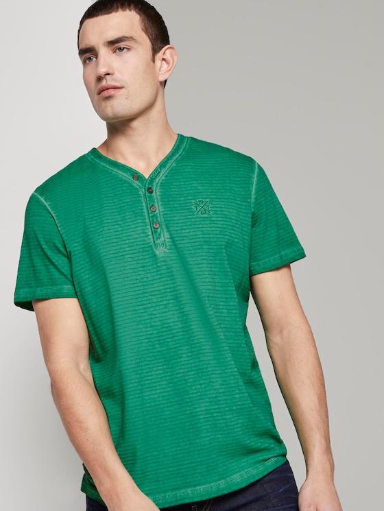 Gestreiftes Henley-T-Shirt mit Logo-Stickerei - Männer - rich meadow green - 5 - TOM TAILOR