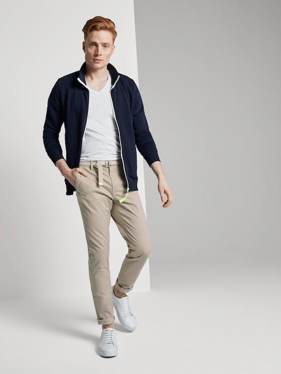 Chino Slim Hose mit Gürtel und feiner Musterung - Männer - cashew mini zig zag design - 3 - TOM TAILOR Denim