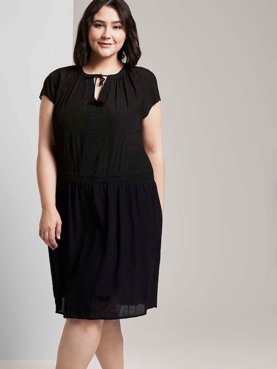 Kleid mit dekorativen Häkel-Details - Frauen - Deep Black - 5 - My True Me