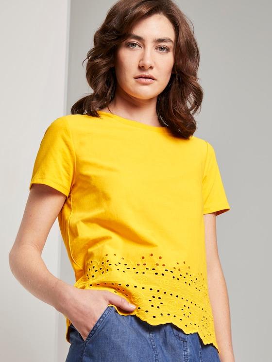 T-Shirt mit Lochstickerei - Frauen - deep golden yellow - 5 - TOM TAILOR