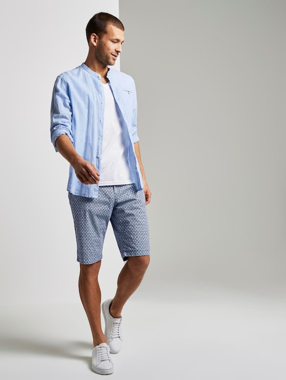 Josh patterned regular slim Bermuda shorts with a belt - Men - blue cactus structure design - 3 - TOM TAILOR