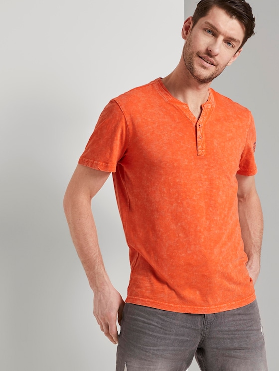Henley T-Shirt in a washed look - Men - true orange - 5 - TOM TAILOR