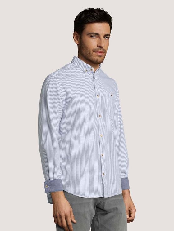 Gestreiftes Hemd mit Brusttasche - Männer - white base navy stripes - 5 - TOM TAILOR