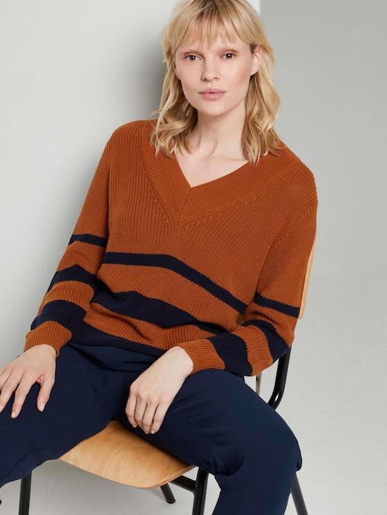 Gestreifter Pullover mit tiefem V-Ausschnitt - Frauen - Baked Ginger Orange - 5 - Mine to five