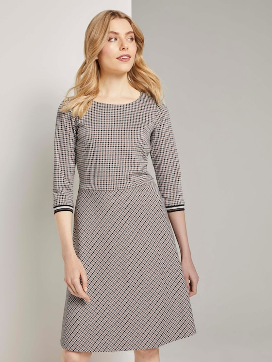Kariertes Jersey-Kleid in A-Linie - Frauen - camel small check - 5 - TOM TAILOR