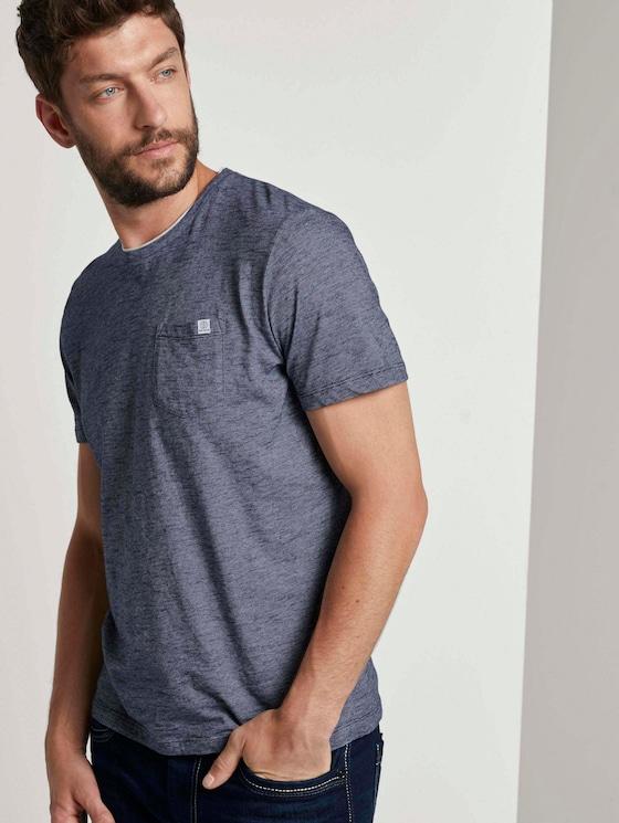 Fein gemustertes T-Shirt mit Brusttasche - Männer - Dark Blue Stripe - 5 - TOM TAILOR