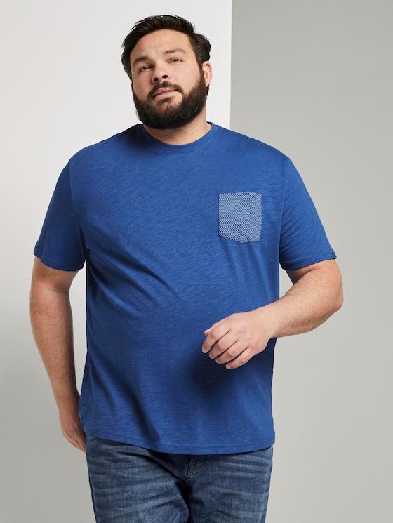 T-shirt with a patterned chest pocket - Men - Shiny Royal - 5 - Men Plus