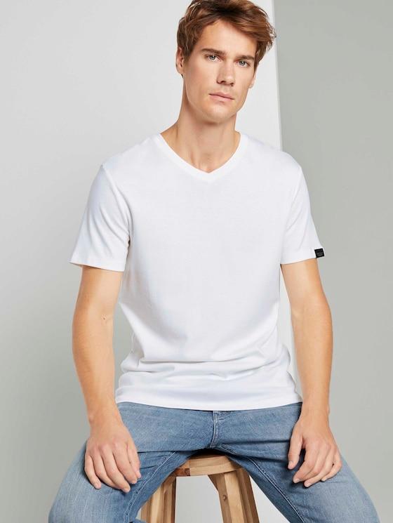 Basic Shirt mit V-Ausschnitt - Männer - Light Marsmallow - 5 - TOM TAILOR